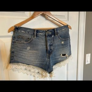 FREE PEOPLE - lace trim shorts
